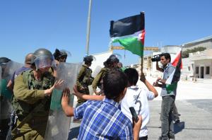 Schermata 2013 09 10 a 15.24.53 300x198 Palestina: storie di resistenza non violenta