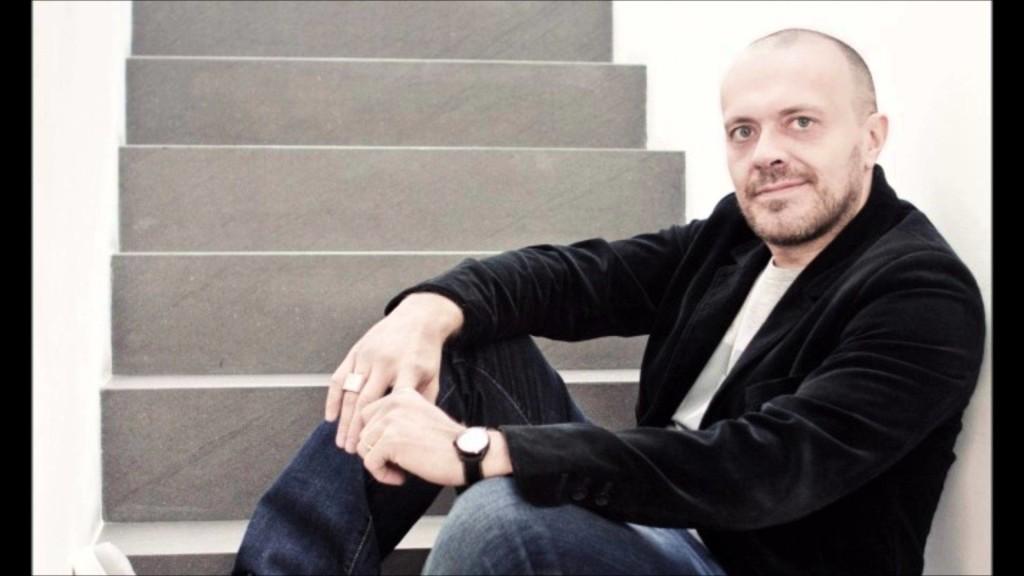 Max Pezzali E' venerdì Grazie a Dio nuovo singolo