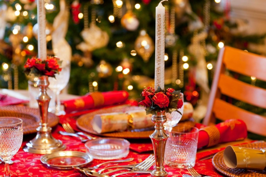 Decorazioni Sala Capodanno : Cenone di capodanno cosa cucinare e come addobbare la tavola