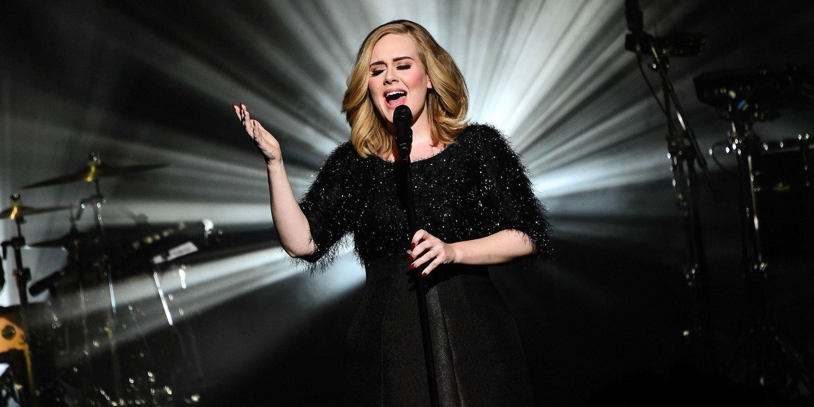 Adele infuriata con la fan che la riprende