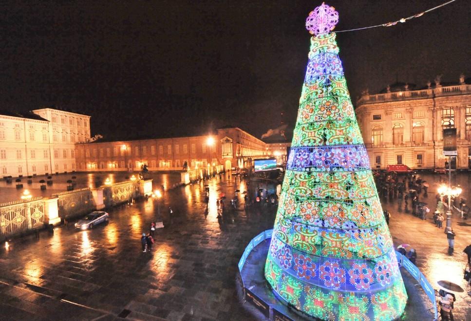 Natale torino 2016 villaggio di babbo natale mercatini for Ikea orari rimini