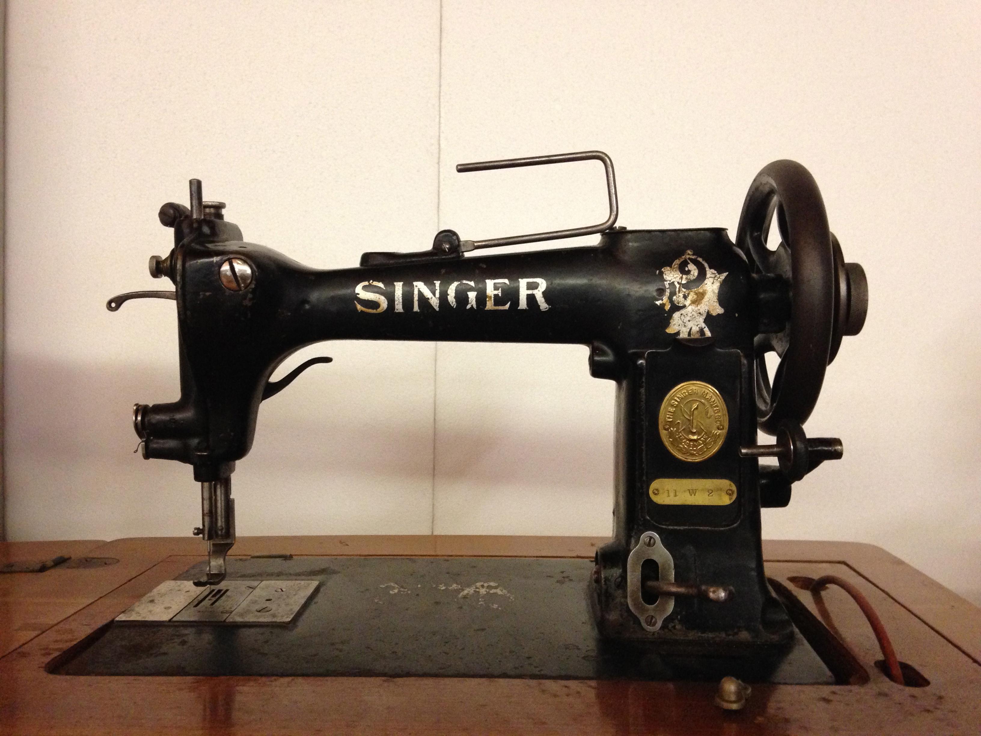 Macchine da cucire singer d 39 epoca nuove o usate offerte for Tavolo macchina da cucire singer