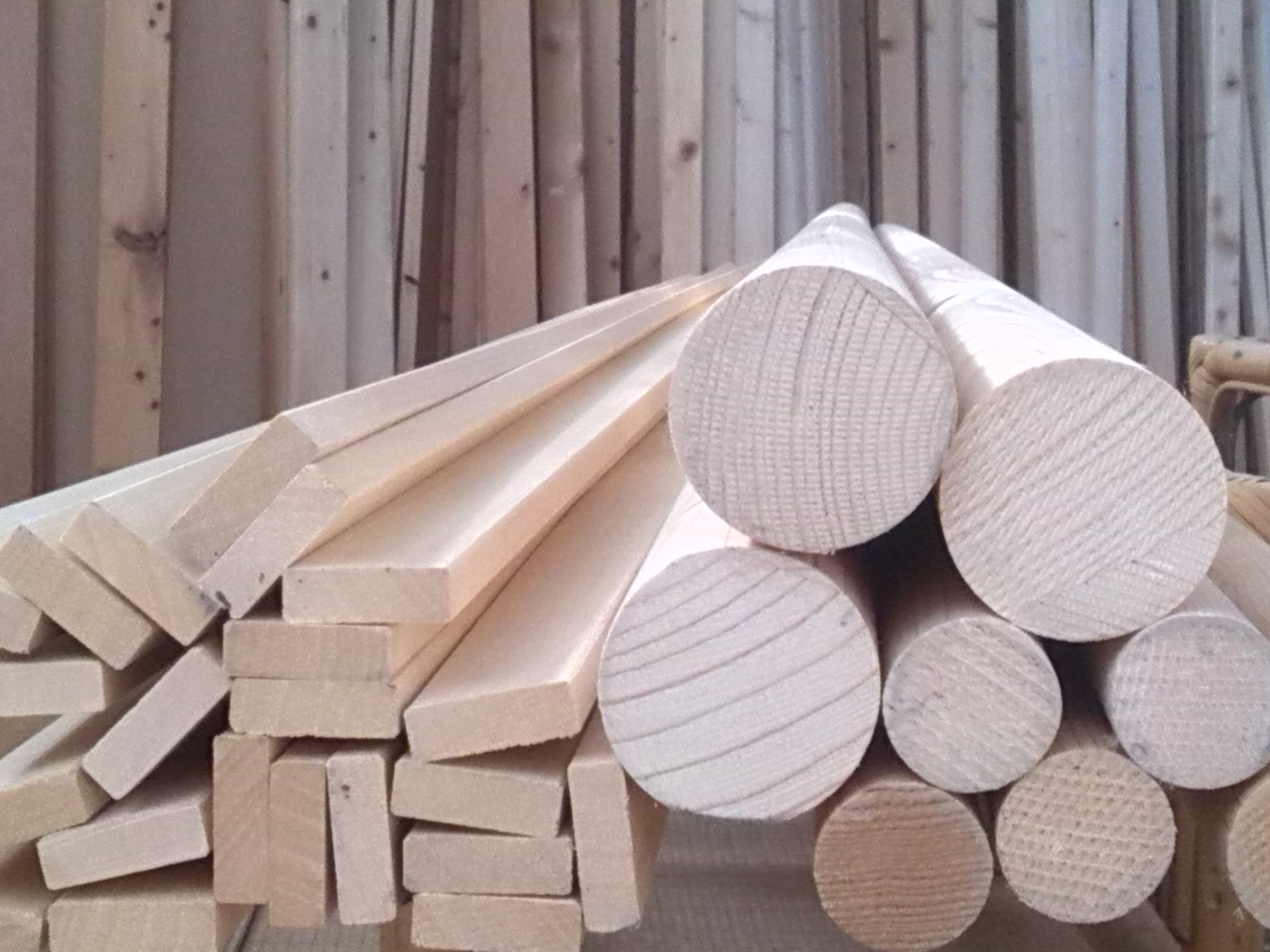 Albero di natale in legno prezzi e fai da te come for Alberi di natale fai da te in legno