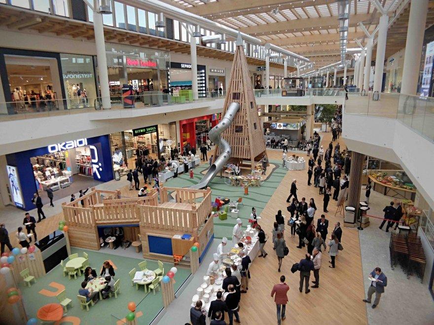 Negozi aperti il 26 dicembre 2017 centri commerciali e for Negozi arredamento milano centro